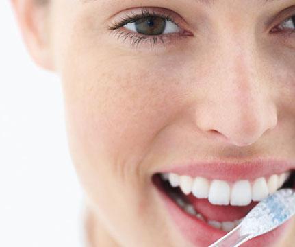как убрать запах клея изо рта