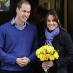 Беременная Кейт с мужем Уильям на выходе из больницы