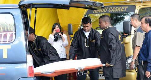 23-летнюю жертву насилия увозят на скорой