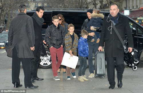 Большое семейство Бекхэмов в пути на Eurostar