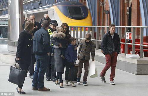 Без Дэвида: семья Бекхэмов приехала в Лондон работать и учиться