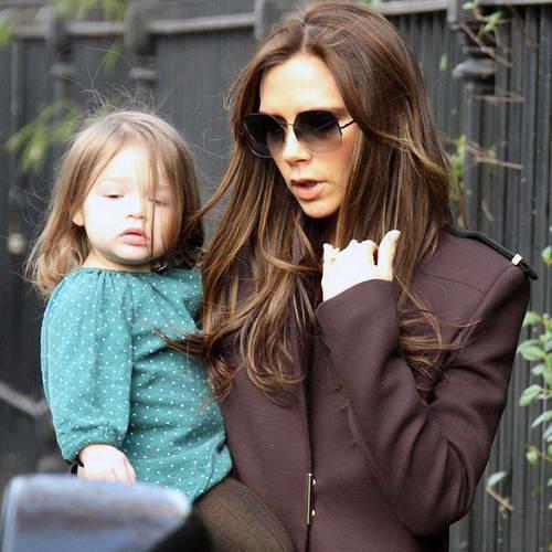 Виктория Бэкхем и ее младшая дочь Харпер